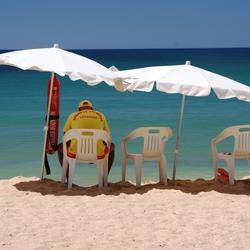 en de strandwacht die wacht......Portugal Olhos d'Agua