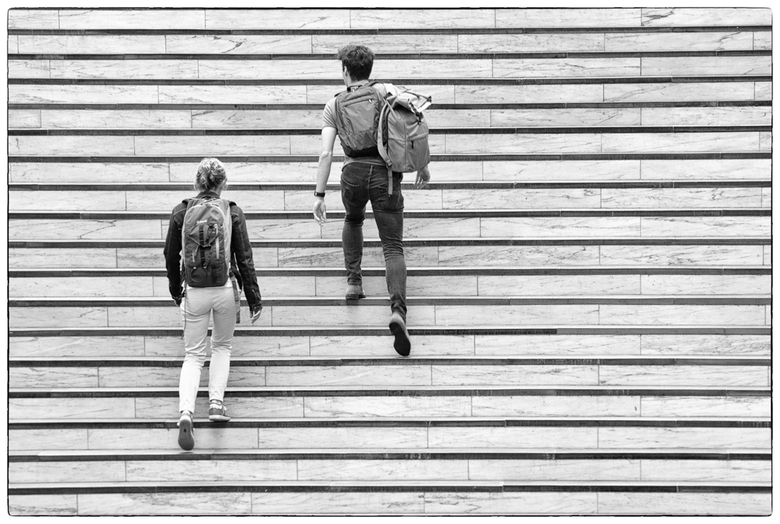 step by step - station arnhem. Nietsvermoedend voor de reizigers zat ik op de tegenoverliggende trap. Een fijn moment