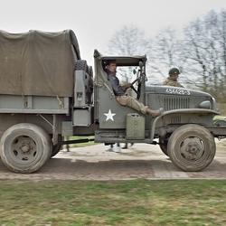 Een relaxed ritje in een oude (WOII) leger vrachtauto.