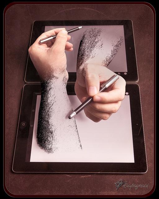"""Hard copy - 66 jaar na M.C. Escher zijn """"Drawing hands""""  lithograph, hier een retake.. iPad  voor papier,  camera en pc voor potlood. De hoe"""