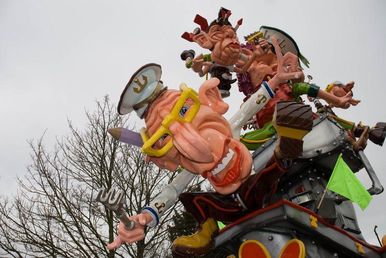 Carnaval - Naar de opocht in Kloosterzande wezen kijken. Ondanks het grauwe weer een kleurig gezicht!