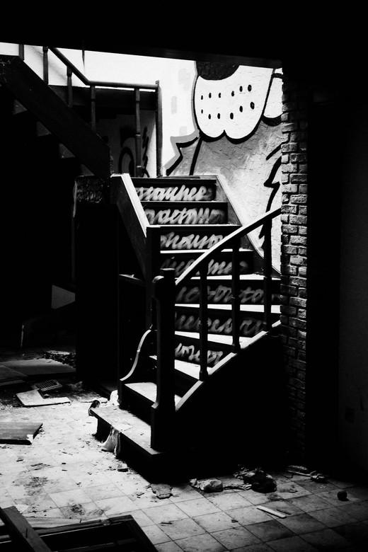 De trap - Trap in een verlaten huis in Doel, België.