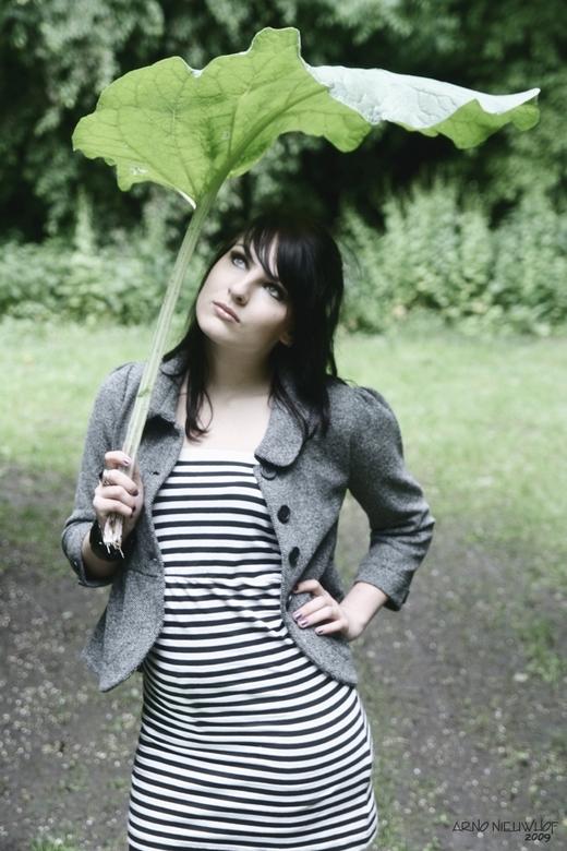 Leaf - Model: Saskia Schoonebeek