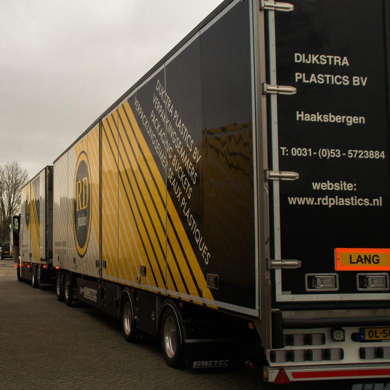 RD plastics - Nu de truck van de achterkant