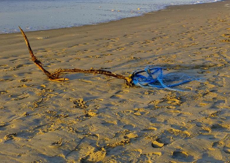 strand. - Op het strand in de omgeving Zandvoort.<br /> <br /> 4 januari 2015.<br /> Groetjes Bob.