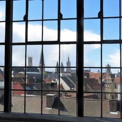 Doorkijkje op daken in Gent.