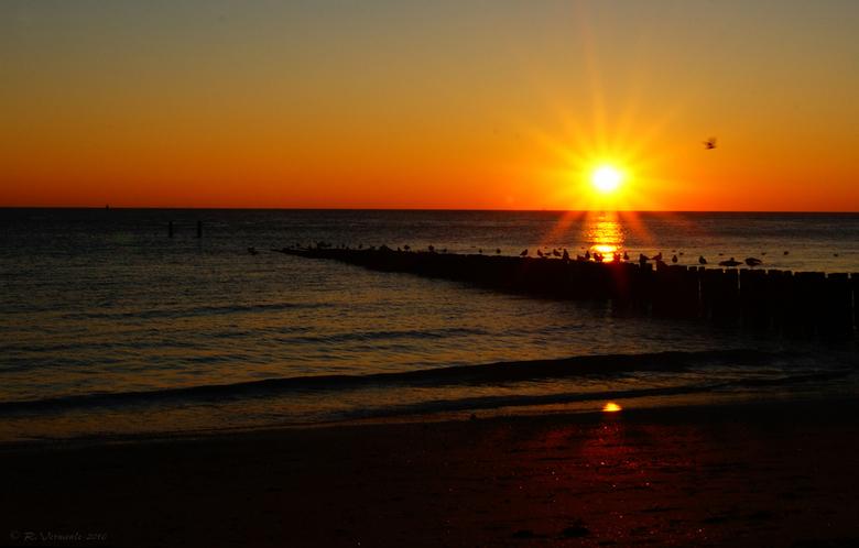 sunset at sea 2 - Hier nog eentje van de zonsondergang op het strand