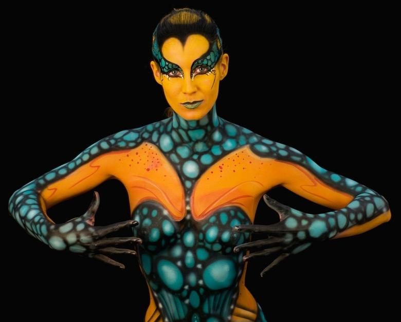 Bewerking: Spider - Een bewerking met een betere crop<br /> Body painter: Verstappen<br /> Model: Soesje84