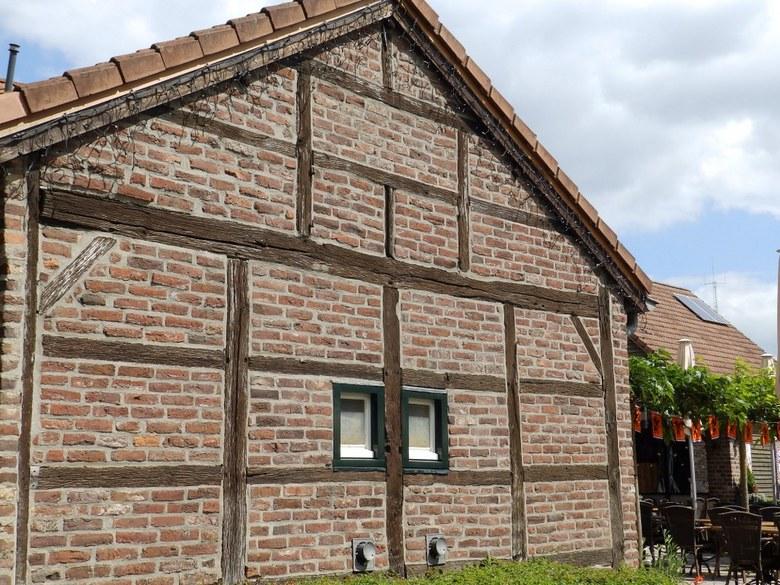 zijkant Gitstapper Mühle - Met kerstverlichting in juli!