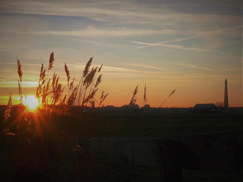 winterse zonsondergang bij Huisduinen -