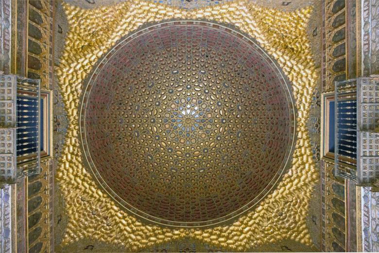Spanje 68 - Eén van de plafonds in het paleis.