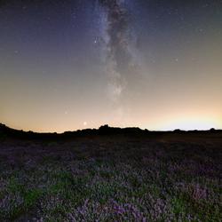 Melkweg boven de Heide
