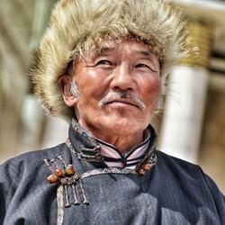 Traditioneel gekleede Mongoolse man
