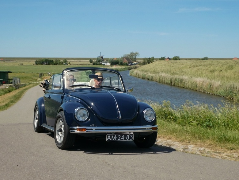Stijlvol toeren op zondagmiddag - Deze schoonheid reed zomaar langs tijdens onze wandeling in de omgeving van Hargen/Groet