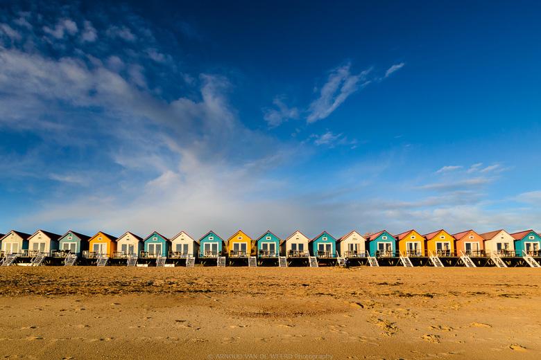 Summerfeeling - In Maart worden deze strandhuisjes weer opgebouwd en stroomt de provincie Zeeland langzaam vol met toeristen. Het geeft me altijd een