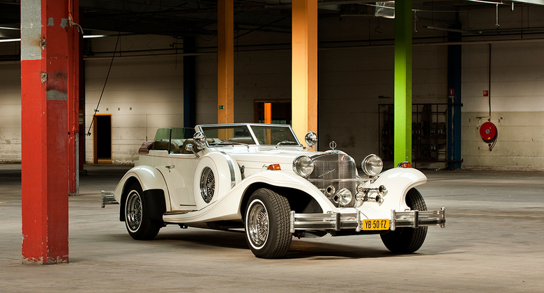 Excalibur - Deze auto heb ik mogen schieten voor een klant die bruidsauto&#039;s verhuurd.<br /> We zijn een oude vervallen fabriek binnen gereden en
