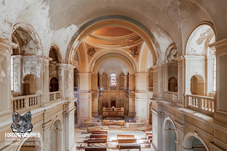 After the mass.... - After the mass ....... werd de kerk verlaten en bracht er nooit meer iemand een bezoek....