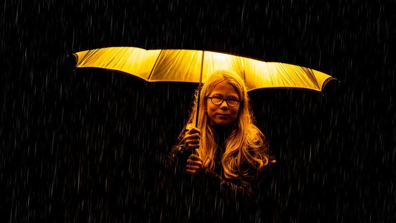 Gaby_in_the_rain - Op een regenachtige zondag kun je toch een leuk beeld maken met een flits paraplu en een draadloze flitser.