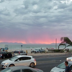 Vluchten voor de storm in Strand