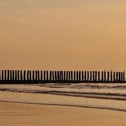 wandeling langs strand