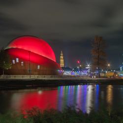 Dot Groningen verlicht in de nacht