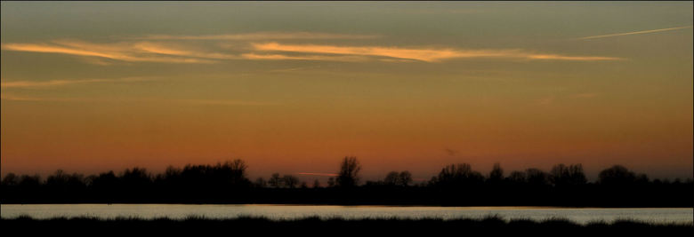 Woudbloem 6 - Zondagavond tegen zonsondergang nog even gewandeld in Woudbloem Ae landschap. De lucht was weer mooi warm oranje.