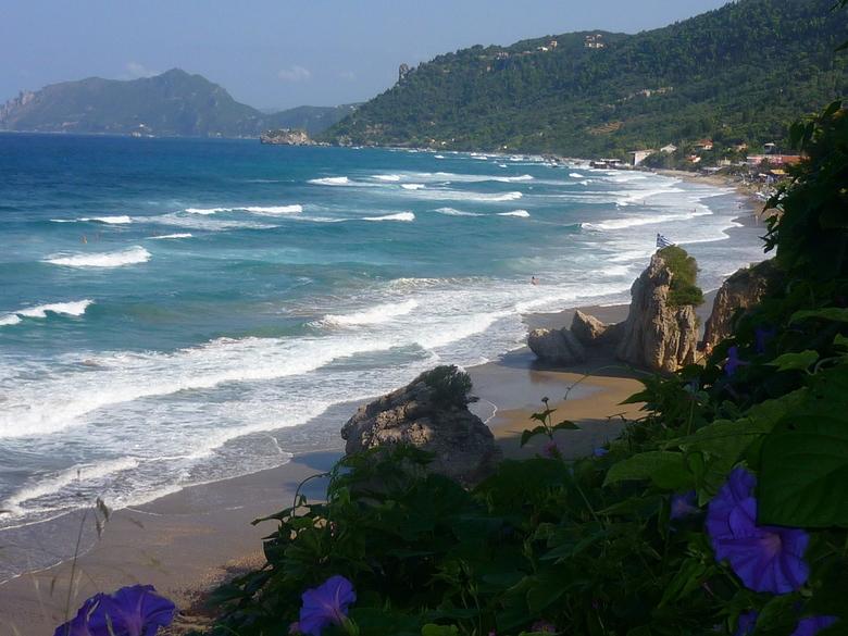 zeezicht - uitzicht op zee in corfu. zomergevoel
