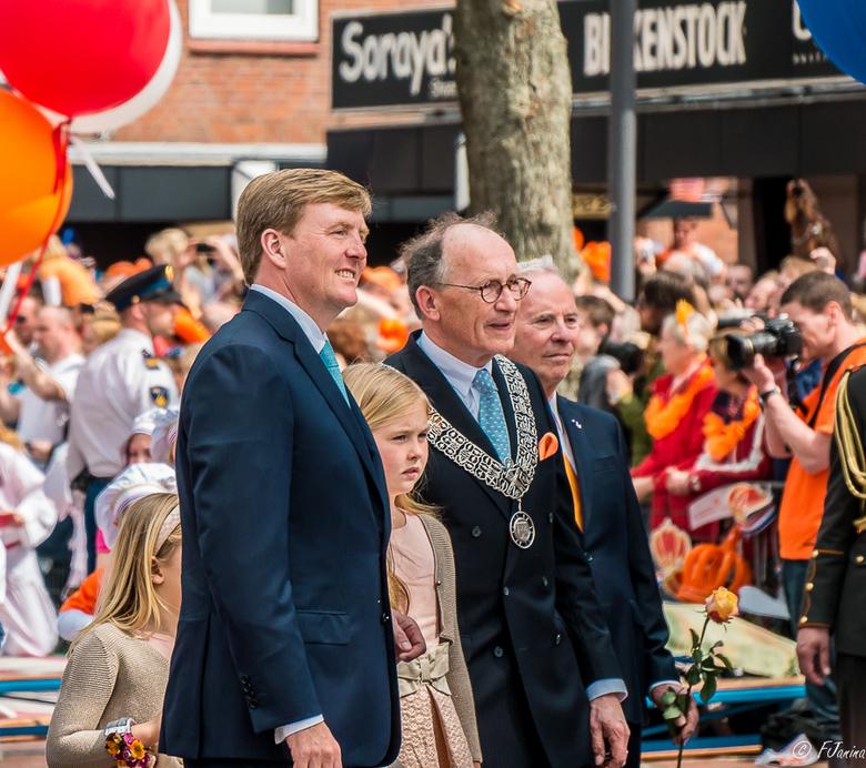 Koningsdag Amstelveen - Een foto van de eerste Koningsdag in Amstelveen waar ik tussen de mensenmassa deze foto kon maken.<br /> <br /> F 5.6<br />