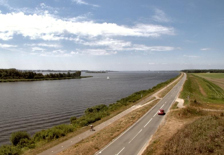 op de dijk richting Almere