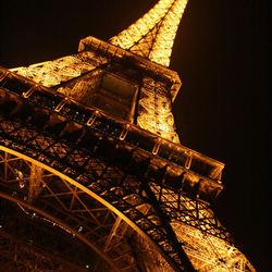 Eifel toren bij nacht.