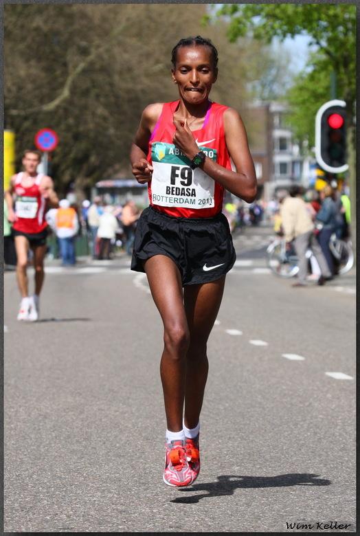 Marathon Rotterdam - Shetaye Bedasa uit Ethiopië liep ook mee met de marathon van Rotterdam, en werd 6e bij de vrouwen, met een tijd van 2:29:52.<br /