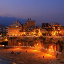 avondverlichting langs de kust