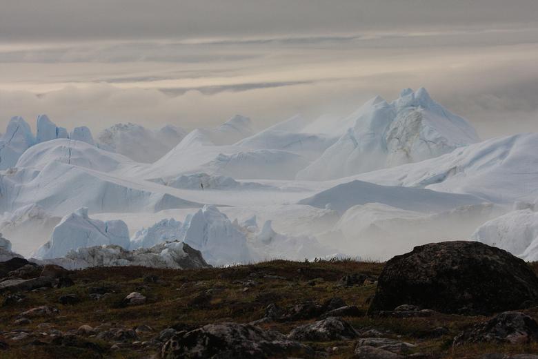 ijsbergen(Groenland - Na een mooie wandeling die wij maakten in ilulissat(Groenland)was dit het uitzicht wat wij te zien kregen een een woord geweldig