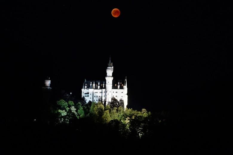DSC01176 - Op de laatste dag van een uitje met mijn dochter naar kasteel Neuschwanstein in Schwangau Duisland heb ik deze foto gemaakt van het kasteel