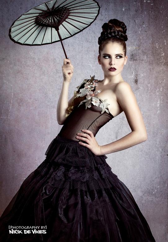 Laura van Eer - Model: Laura van Eer<br /> Visagiste: Ibolya Fülöp<br /> Kledingontwerp en Styling: Pearl Dronkers<br /> Locatie: M&amp;N Studio&#