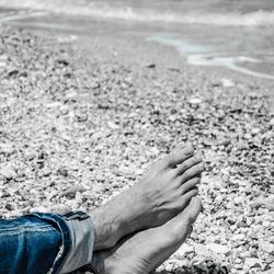 voeten aan zee (1 van 1).jpg