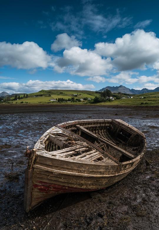 Old Boat - Een van de drie oude boten die droog lagen ergens aan de kust van Skye, Schotland.