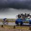 Wielrenner op Ijsselmeerdijk in de storm
