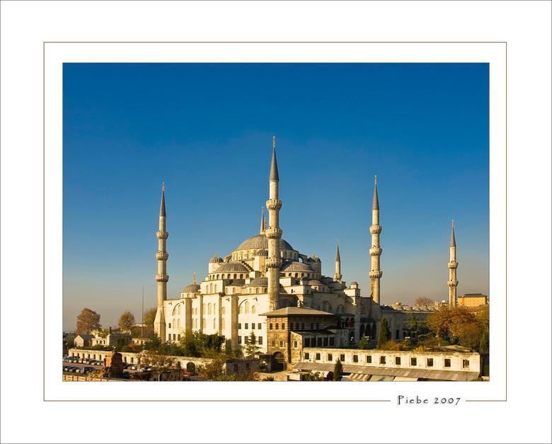 Blauwe moskee - Onze trip naar Istanboel was zeer bijzonder. Het is een geweldig bruizende stad. Het weer was fantastich... drie dagen alleen maar zon