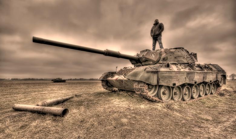 Lost World... - Zelfportret op een verlaten tank ergens in Duitsland...