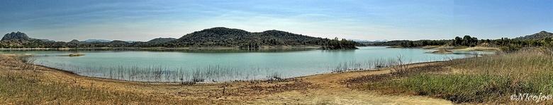 Embalse Alfonso XIII, Murcia - Panorama van het stuwmeer Alfonso XIII. Groot stuwmeer in de provincie Murcia voor nog maar 14% gevuld met water, kan n