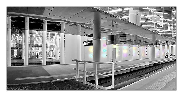 Forbidden pictures 4 - Metrostation Rotterdam, waar we geen foto's mochten maken, maar het toch gelukt is een behoorlijke en gevarieerde serie te