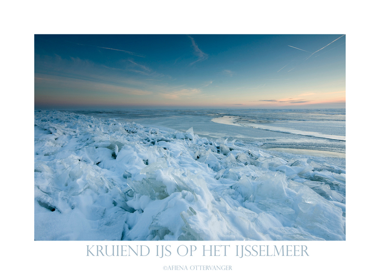 Kruiend ijs - Vorige week op het bevroren Ijsselmeer, het kruiende ijs begint al aardig te stapelen!<br /> Hopelijk volgende week nog eens mooi licht