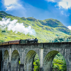 Jacobite steam train op het Glenfinnan viaduct