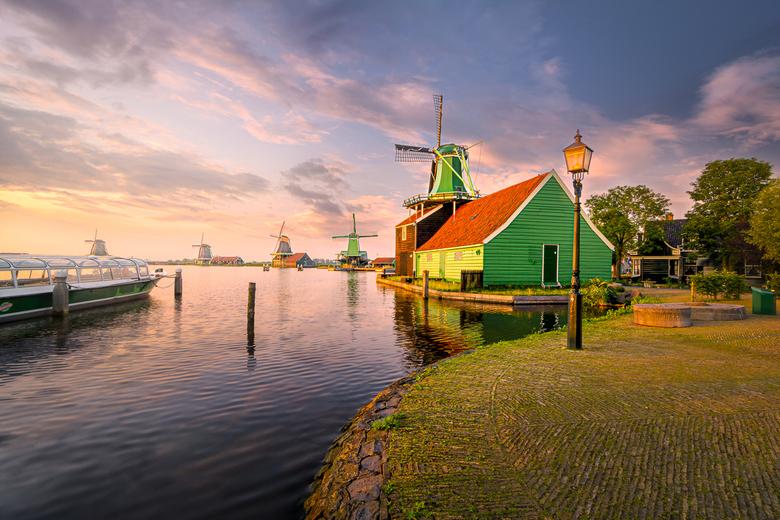 Mosterdmolen - Een klassiek beeld van de Mosterdmolen aan de Zaanse Schans.<br /> <br /> (c)2018 martijnvandernat.nl all rights reserved
