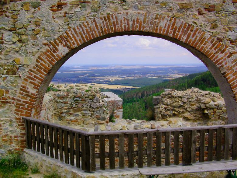 mooi uitzicht in Oostenrijk - was weer op fiets vakantie in Oostenrijk me vader <br /> we kwamen een erg mooie ruinen tegen .<br /> ik vond het uitz