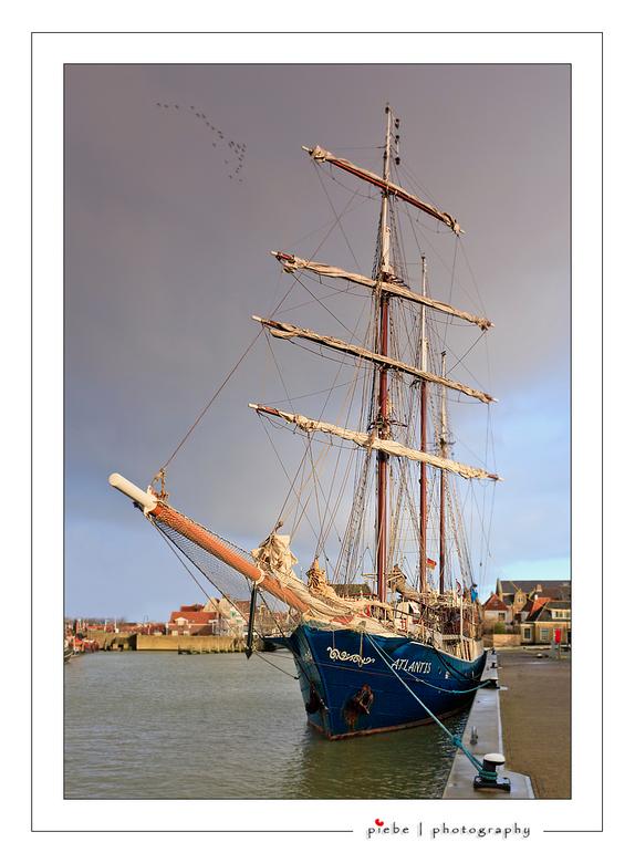 """Harlingen 1 - Na de serie over Hindeloopen volgt nu een serie over Harlingen. Een geweldig havenstadje waar de """"bruine vloot"""" overwintert, d"""