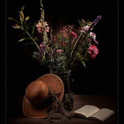 Bloemen, hoedje en 'n boekje...