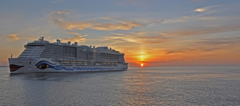 Voor degenen die van een cruiseschip houden - Eemshaven _ tijdens onze terugreis van het eiland Borkum naar de Eemshaven zagen wij deze nieuwste AIDAn