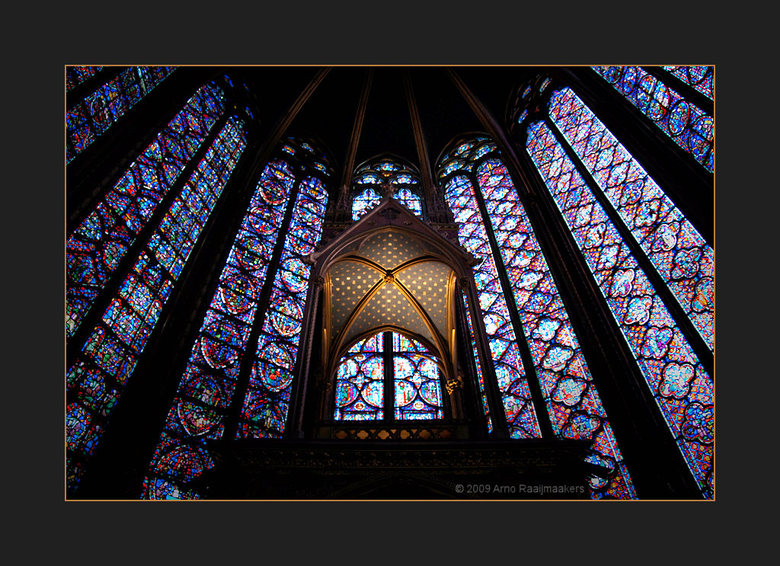 Parijs S-Chapelle7 - Ook naar de Sainte Chapelle geweest.<br /> Schitterende kerk met bijzonder fraai licht door het glas in lood (als de zon tenmins